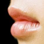 唇の荒れ・乾燥でピリピリ・パックリで痛い!原因や治し方は?