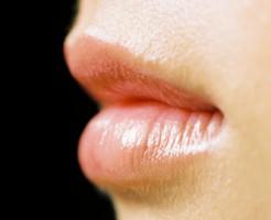 唇の荒れ 乾燥 パックリ