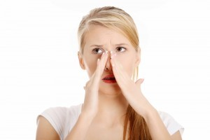 小鼻の黒ずみ 原因 角栓