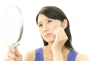 美白 シミ 皮膚科 行くべきか 美容専門