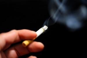 タバコ たるみ 関係性 ニコチン 肌の老化