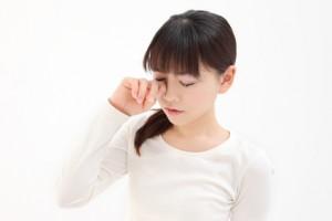 目の充血 原因  目を擦る 治し方