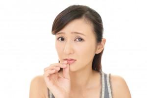 唇 荒れ 乾燥 原因 舐める 汚れ 紫外線 刺激