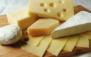 唇 荒れ 乾燥 改善 亜鉛 チーズ ビタミンB2