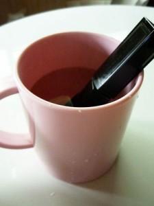 固まったマスカラ 復活方法 湯煎 目薬 化粧水 乳液