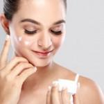 ハンドクリームを顔に塗るのはアリ?痛いのか?