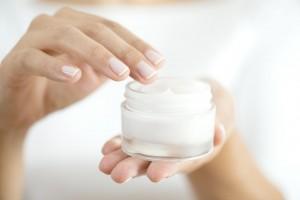 顔に塗る ハンドクリーム 尿素 注意