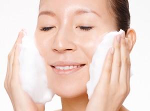 ニキビ 改善 洗顔 泡でやさしく