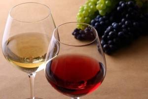 ニキビ お酒 関係性 肌の炎症 糖質 肝機能の低下