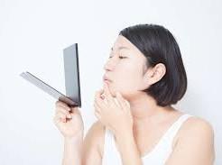 唇の荒れ 原因 乾燥 刺激 胃腸トラブル