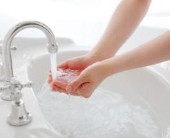洗顔 ぬるま湯 推奨 理由 皮脂 毛穴 汚れ