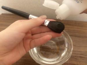 ファンデーション 筆 ブラシ 洗い方 ぬるま湯 中性洗剤