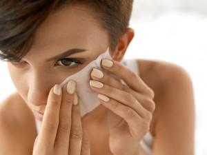 顔のテカリ 防ぐ 美容液 油とり紙 控えめに