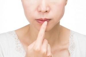 唇 荒れ 乾燥 原因 日焼け 刺激物