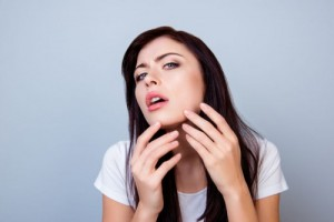 ニキビ 顎 原因 刺激 摩擦 紫外線